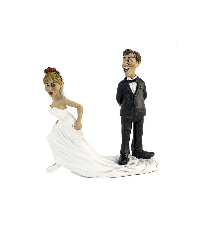 resinfigur, brudepar, runaway bride, bruden stikker af, sjov bryllupsgave, bryllupsgave med humor, anderledes bryllupsgave, gave til det sjove brudepar, just married, nygifte