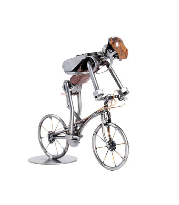 Cyklist med rygsæk karikatur, cyklist, cykel, cykelrytter, cykelløb, cykel model metal, cykel interiør, cykel boligindretning, bicycle scrap metal, cykel metalkunst, danmark rundt, toru de france 2018, bjarne riis, cykel klub,