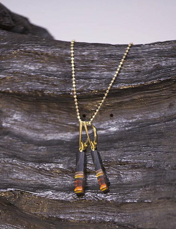 hængeøreringe, flotte hængeøreringe, unika hængeøreringe, smukke unika øreringe, håndlavede øreringe, kunstneriske øreringe, hængeøreringe i træ og rav, amber and oak wood earrings,
