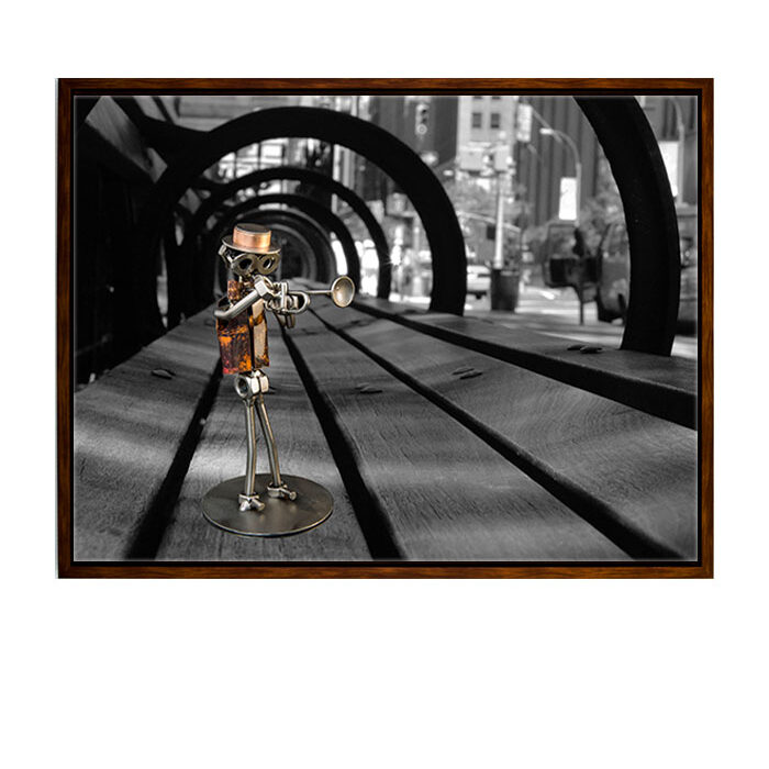metalfigur trompetist, trompetist, metalfigur, kunstfoto, fotokunst, sort hvid foto i ramme, stålfigur trompetist, steelfigure tromphet man, metal figure trompheter