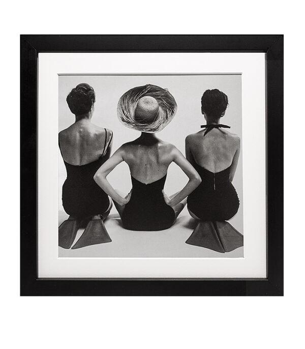 tre_kvinder_paa_stranden_retro_sort_hvid_foto_kunst