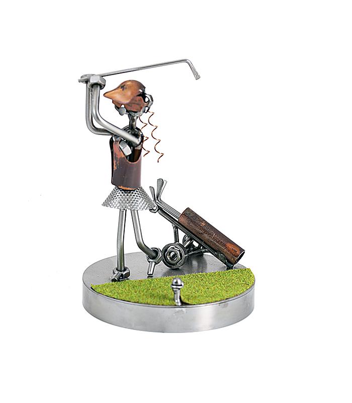 kvinde på golfbanen metalfigur, golftøj, golfudstyr, golfspiller, verdensmester golf, golf open, golf sverige, golf norge, golfpige, golfdame, golfkvinde, kvindegolf, gave kvinde, golfgave kvinde, golfslag, kvinde af stål