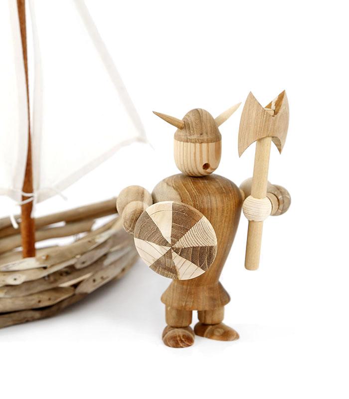 Dekorativ vikingeskib af genbrugstræ, viking træfigur