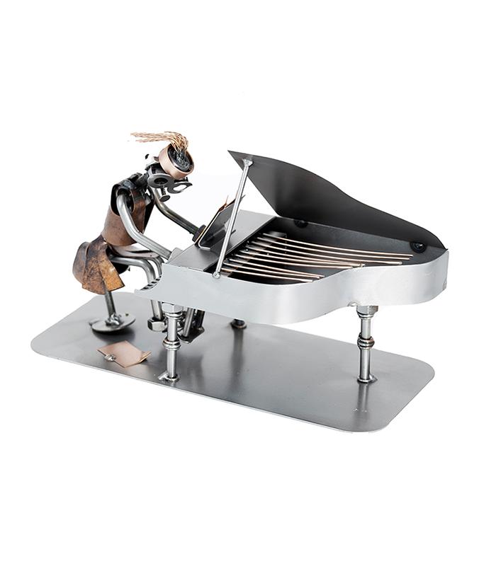 piano spiller, klaverspiller kvinde metalfigur,