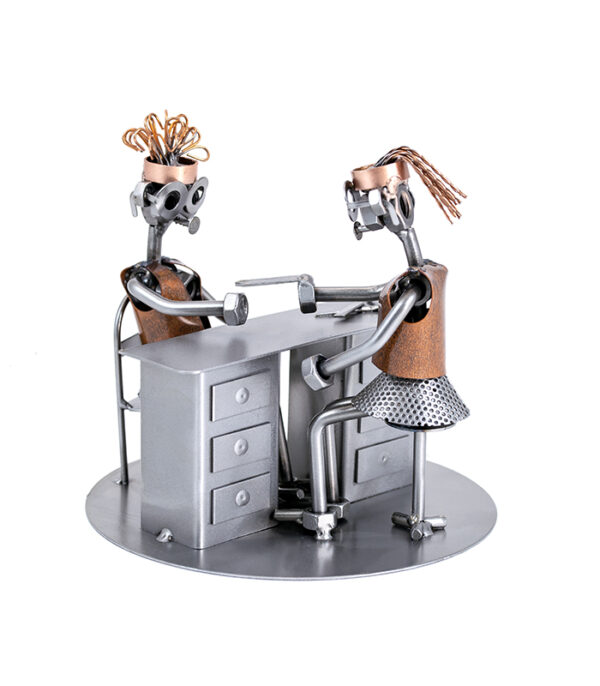 Manicure eller negletekniker med kunde metalfigur , manicure klinik gave, gave negleteknikker
