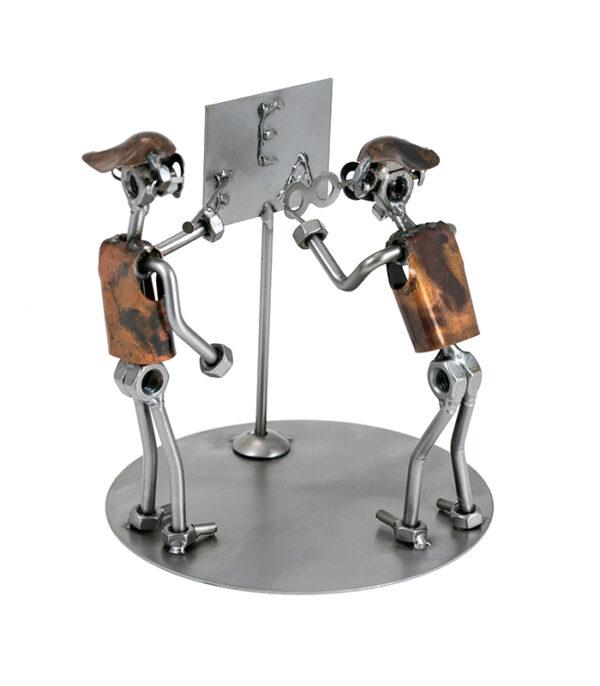 optiker metalfigur i restmetal som gave til optiker, optiker uddannelsesgave, optiker svendegave