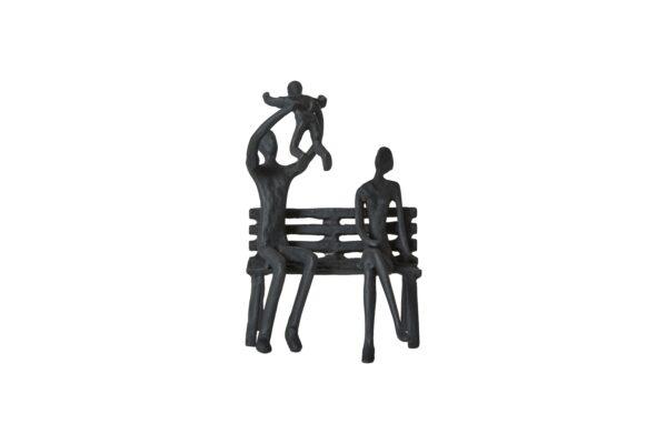 Familie på bænk mat sort jernfigur.